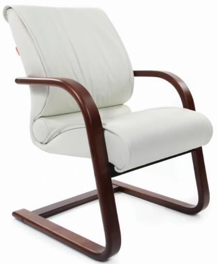 Кресло посетителя CHAIRMAN 445WD кожа бежевая, дерево темный орех